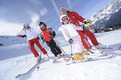 famiglia-bambini-neve